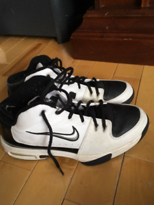 Nearly new Nike Mens Basket ball shoes.
