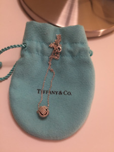 Tiffany & Co. Sterling Silver Twist Knot Pendant Necklace