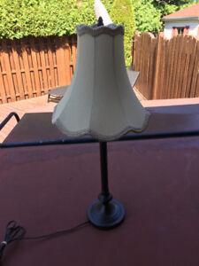 Deux lampes sur table