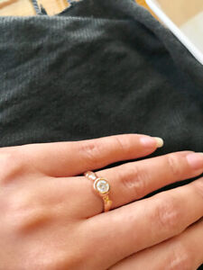 BEAUTIFUL MINT CONDITION 14K gold ring with one karat diamond