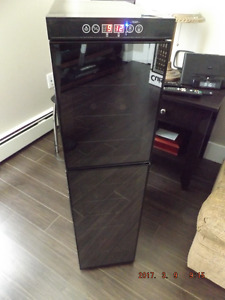 Beautiful 18 Bottles wine cellar/fridge for sale