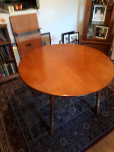 W00DEN DINING ROOM TABLE  &  4 Chairs  (143)