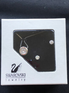 SWAROWSKI NECKLACE AND EARRING SET