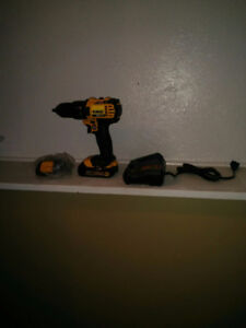 DeWalt cordless drill 20v kit brand new 150$