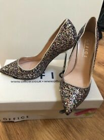 "Women's ""Office"" size 6 BRAND NEW"