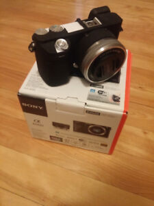 Sony a6000 WHITE + 16-50mm lens + black case
