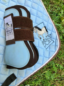 Pony size saddle pad and matching tendon boots. Lightly used.