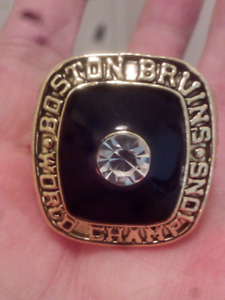 LARGE HEAVY BOSTON BRUINS STANLEY CUP CHAMPIONSHIP RING
