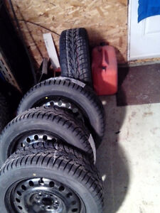 4 tires 15 d hiver comme neuf