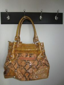 WOMEN'S PURSE - IN GREAT CONDITION!