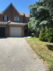 Immaculate Townhouse -  Aurora Grove