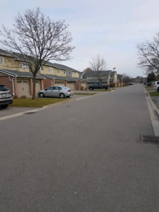 3 bedrooms townhouse for rent near Erin mills and Dundas