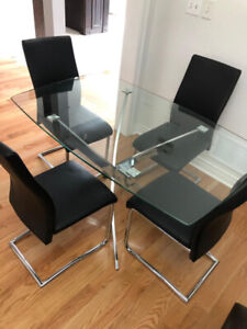 Glass breakfast table with 4 chairs