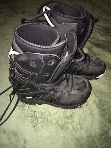 Ladies black snowboarding boots