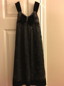 Christmas dress - 6-8 year old