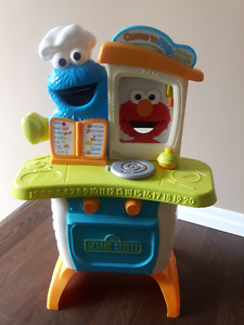 SESAME STREET COME ' n PLAY KITCHEN