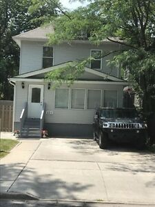AVAILABLE NOW 6 BEDROOM HOUSE CLOSE TO UNIVERSITY OF WINDSOR