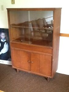 Buffet / hutch cabinet with glass doors