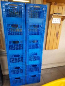 12 caisses de lait de couleur bleue (tres propre)