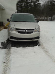 *REDUCED TO SELL - 2011 DODGE GRAND CARAVAN*