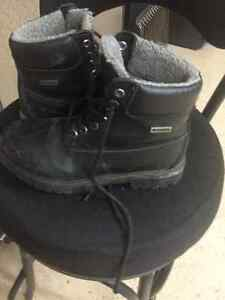 Men's black winter hikers