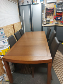 BARGAIN!!£80 if GONE TODAY!!! Solid wood extendable 6 / 8 seater table