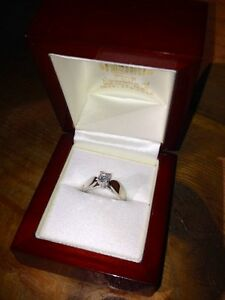 18KT White Gold Solitaire Engagement Ring Peterborough Peterborough Area image 4