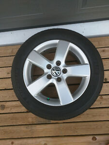 VW Jetta alloy wheels and almost new michelins