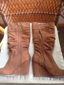 Ladies Wedge Boots Brown Size 6 & 7 - Like New