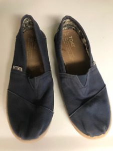 Girls Navy Blue Toms sneakers – Size Youth 3.