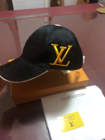 87b798a4c801 Mens hat cap Gucci   LV with box and accessories