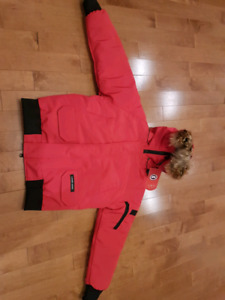 New women's red XS bomber Canada goose chilliwack