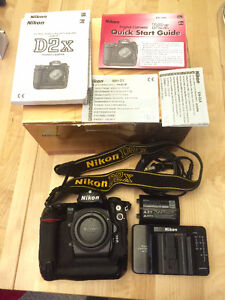 Nikon D2X - with box and two batteries, low shutter count 46387