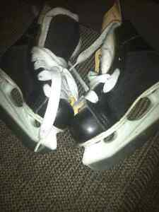 Ice skate suze 8 and 11 kids 10$ a pair  Kitchener / Waterloo Kitchener Area image 3