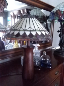 Tiffany glass solid wood base lamp lampe