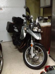 Moto bmw f650 gs avec sacoche bmw et deux windshield et 2 sièges