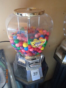 Gumball machine without key