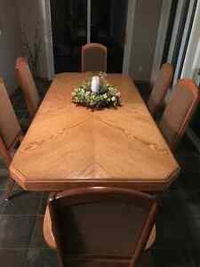 Solid Oak Dinning Set with Matching Buffet/Hutch