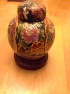 Asian collectable painted urn . Wonderfully detailed. $15 obo Kawartha Lakes Peterborough Area image 2