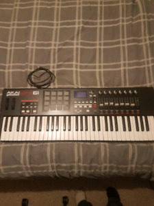 Akai MPK61 Midi Keyboard/controller W/ drum pads and fader/knobs