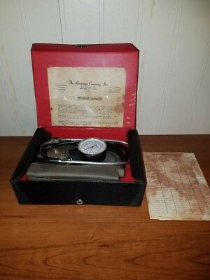 VINTAGE The Lumiscope Company Blood Pressure kit w/original paperwork and record