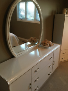 white dresser with mirror and 5 piece drawer