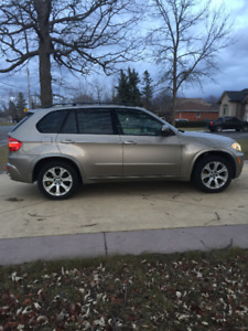 2007 BMW X5 4.8i - Fully loaded, 7 passenger, accident free