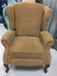 Wow! Super Deal!  Comme neuf fauteuil/Bergère inclinable