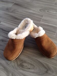 UGG clogs SIZE 7 BRAND NEW