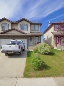 **PRICE REDUCED** - BEAUTIFUL HOME IN A FAMILY-FRIENDLY AREA!