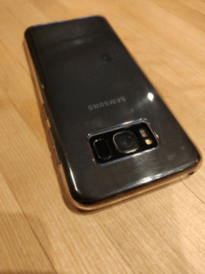 Galaxy S8 Cracked Screen. Case & Wireless Charger Included