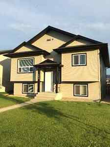 Large bright 3 bdr main floor home in perfect Inglewood location