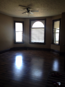 3 BEDROOM APARTMENT - MAIN LEVEL FOR OCT 1