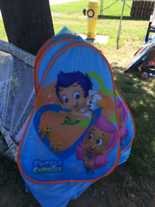 Bubble Guppies - 2 play tents